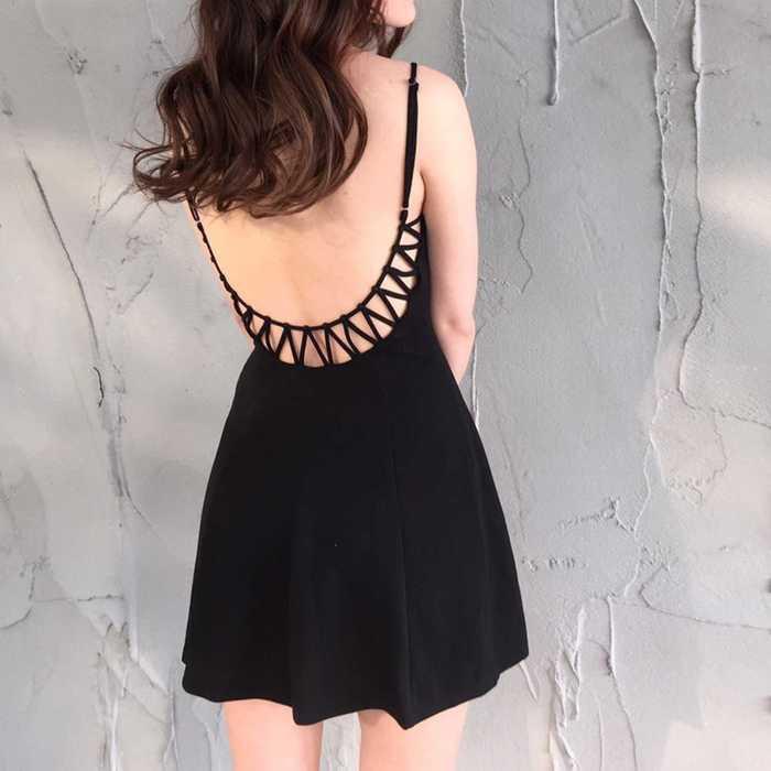 黑V領後簍空吊帶洋裝