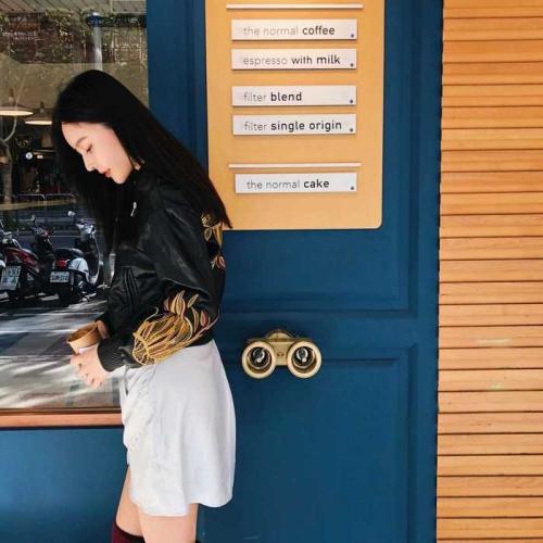 黑色刺繡花棒球皮外套