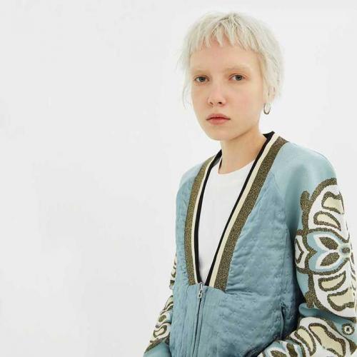 藍色刺繡造型外套